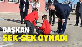 Başkan Topaloğlu, Öğrencilerle Seksek Oynadı