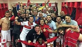 Samsunsporlu Futbolcular Yönetimi Protesto Ediyor