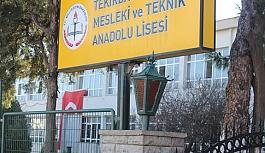 Şehit Aktepe'nin  eşinin okuluna bayrak asıldı