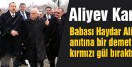 Aliyev Kars'ta Babasının mezarına gül bıraktı