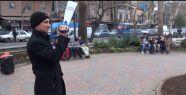 Anadolu Gençlik Derneği'nin kitap okuma etkinliğini polis kameraya aldı