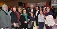 Aslan Karanfil katılımcılara gül hediye etti