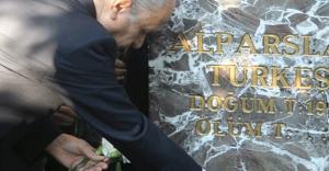 Bahçeli: Türkeş'in kabrini ziyaret etti