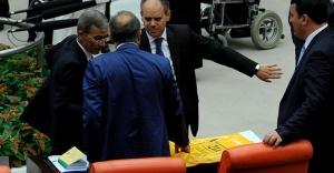 Bakan Kılıç mecliste silah çekti iddiası!