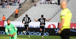 Beşiktaş, Başakşehir'i Mario Gomez'in golleriyle geçti