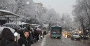 Bursa güne karla uyandı