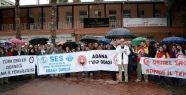 Çalışma şartları zorlaştırılan sağlık çalışanları yağmur altında eylem yaptı