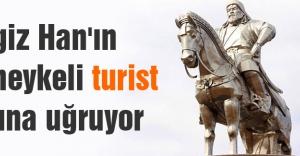 Cengiz Han'ın atlı heykeli turist akınına uğruyor
