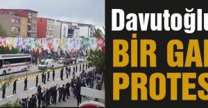 Davutoğlu'na bir garip protesto