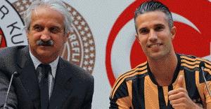 Fenerbahçe, Robin Van Persie ile sözleşme imzaladı