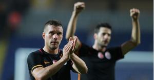 Galatasaray, Başakşehir'i 2 golcüsüyle geçti