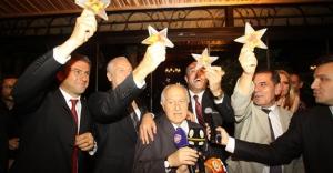 Galatasaray yönetimi şampiyonluğu kutladı
