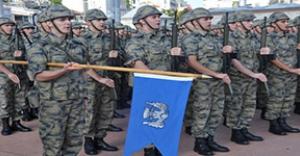 Havacı askerler Taksim'e çelenk bıraktı