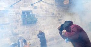 İsrail polisi Mescid-i Aksa'da Filistinlilerle çatıştı