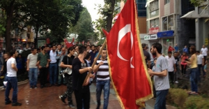 İzmit'te HDP Binasına Türk Bayrağı Asıldı