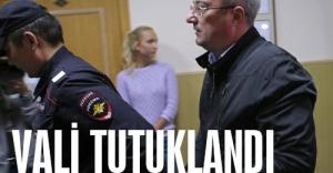 Kasalarla yakalanan vali tutuklandı