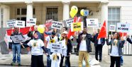 Londra Mısır'ı protesto etti...