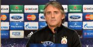 Mancini'ye dikkat...