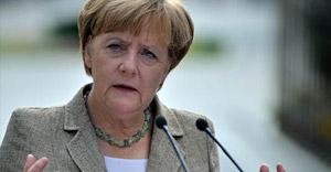 Merkel: Çipras, Yunanistan'ı duvara toslatacak
