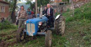 MHP'li Üner: Tarım sektörü can çekişiyor