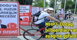 MHP'li Özdağ, bilboardları vatandaşın ayağına götürdü