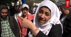 Mülteci kadın dünyaya haykırdı!