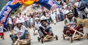 Red Bull Formulaz'da tahta arabalar yarıştı