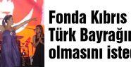 Sanatçı, Fonda Kıbrıs ve Türk Bayrağının olmasını istedi
