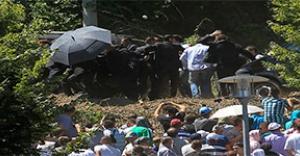 Sırbistan Başbakanı'na Taşlı Saldırı
