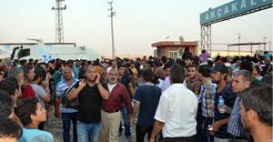 Suriyeliler Türkiye'ye alındı
