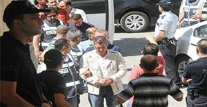 Suriyelilere sahte TC kimliği veren çete adliyeye sevk edildi