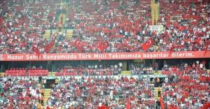 Taraftarlar Türkiye-İzlanda maçı izdiham yarattı