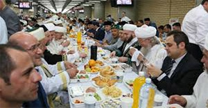 Tataristan'da stadyumda 5 bin kişi birlikte iftar açtı