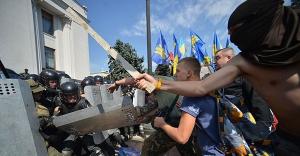 Ukrayna'da yaralı polis sayısı 100'e çıktı