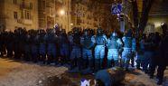 Ukrayna'da yıkılan barikatlar yeniden kuruldu