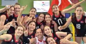 Yıldız Kız Milli Voleybol Takımı şampiyonluk getirdi
