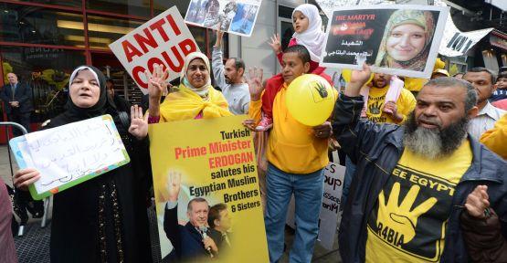 Times Meydanı'nda darbe protestosu...