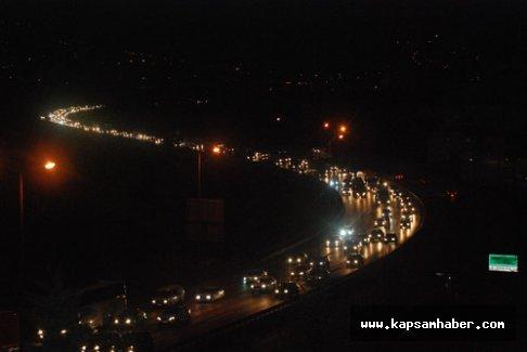 Trafik yoğunluğu gece de devam ediyor...