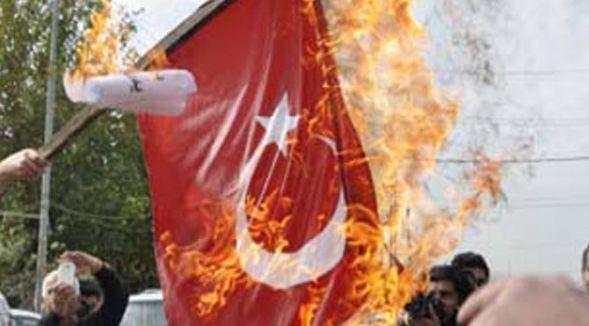 TSK: Adıyaman merkezde Türk bayrağını yaktılar