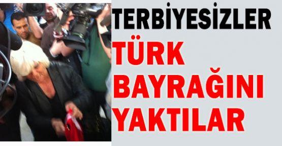 Türk Bayrağı Açanlara Linç Girişimi