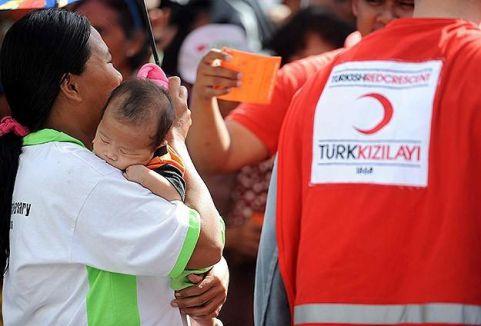Türk Kızılayı yüzleri güldürdü...