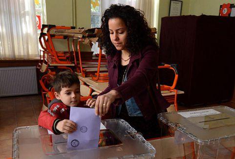 Türkiye'de seçim sakin geçiyor...