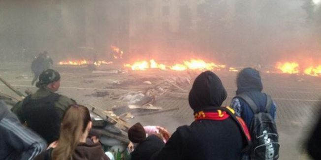 Ukrayna'da Binalar Ateşe Veriliyor...