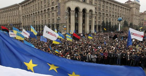 Ukrayna'da gösteriler sürüyor