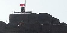 'Kars Kalesi'nde bayrak bilmecesi