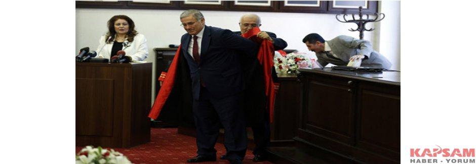 Yargıtay Başsavcısı Mehmet Akarca, cübbesini giydi
