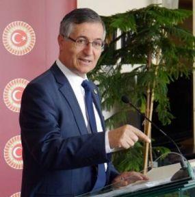 Yeniçeri'nin Basın Toplantısındaki İlgi Toplayan Yazı