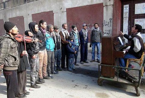 Suriyeli Piyanistten Yermük Kampında Sanat