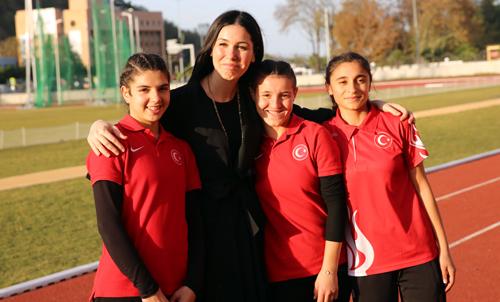 Samsunlu özel sporcular Yasemin Keskinsoy ve Esra Bayrak